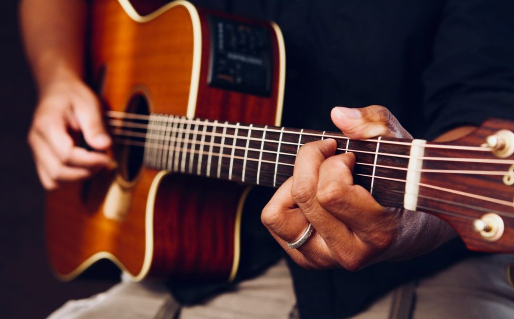 Top 5 Tips for Playing Acoustic Guitar | Guitar Lessons 365